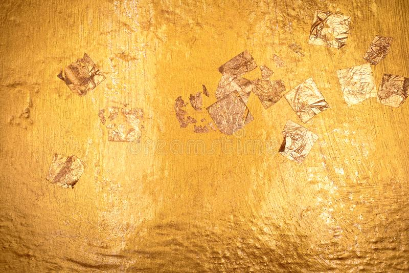 Χρυσή σύσταση και χρυσό έγγραφο με το υπόβαθρο βουδισμού Λεπτομέρεια της χρυσής επιφάνειας που γίνεται από το άγαλμα του Βούδα στοκ φωτογραφίες με δικαίωμα ελεύθερης χρήσης