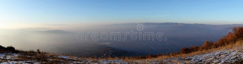 Χρυσή ώρα από την κορυφή λόφων στοκ φωτογραφία