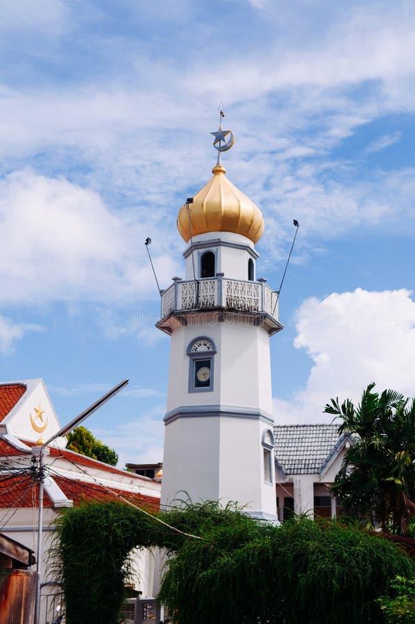 Χρυσοί θόλος και μιναρές του Ισλάμ Masjid Asasul με το μπλε ουρανό Μόνο ταϊλανδικό παραδοσιακό ιστορικό μουσουλμανικό τέμενος αρχ στοκ εικόνες με δικαίωμα ελεύθερης χρήσης