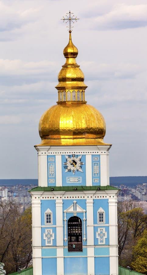 Χρυσοί θόλοι Κίεβο Ουκρανία πύργων καθεδρικών ναών Αγίου Michael στοκ εικόνες