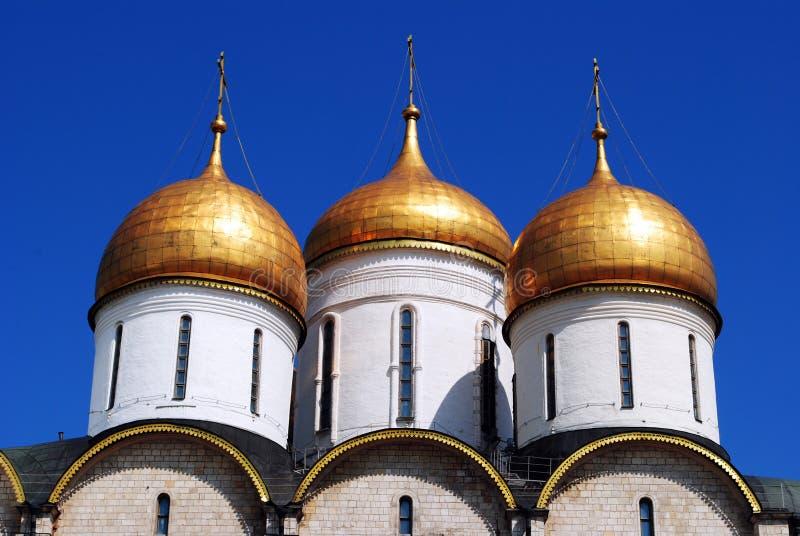 Χρυσοί θόλοι καθεδρικών ναών υπόθεσης, Μόσχα Κρεμλίνο στοκ φωτογραφία