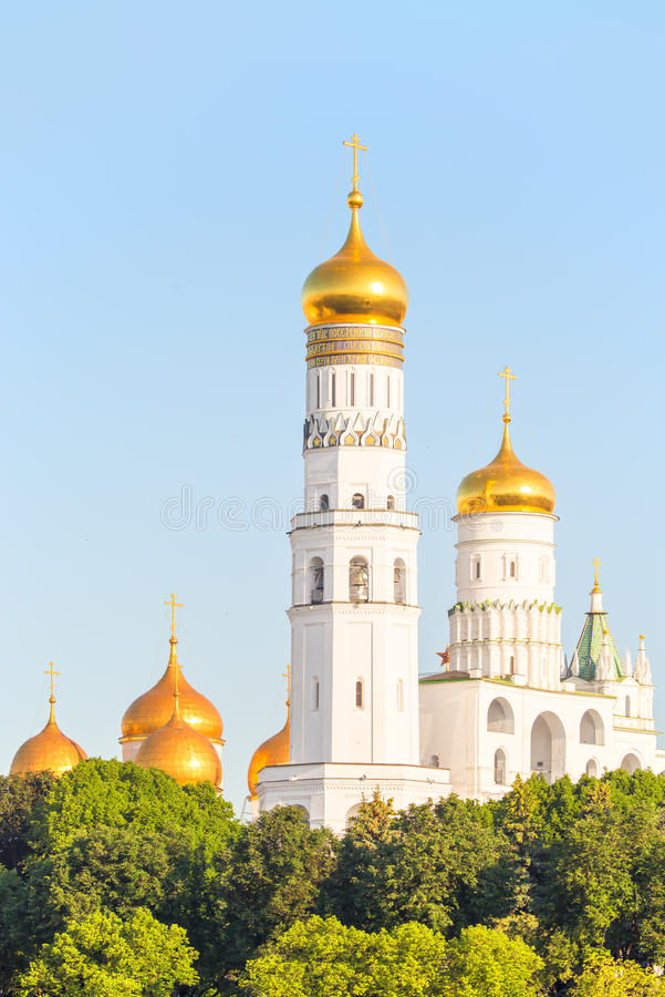 Χρυσοί θόλοι των Ορθόδοξων Εκκλησιών στοκ εικόνα με δικαίωμα ελεύθερης χρήσης