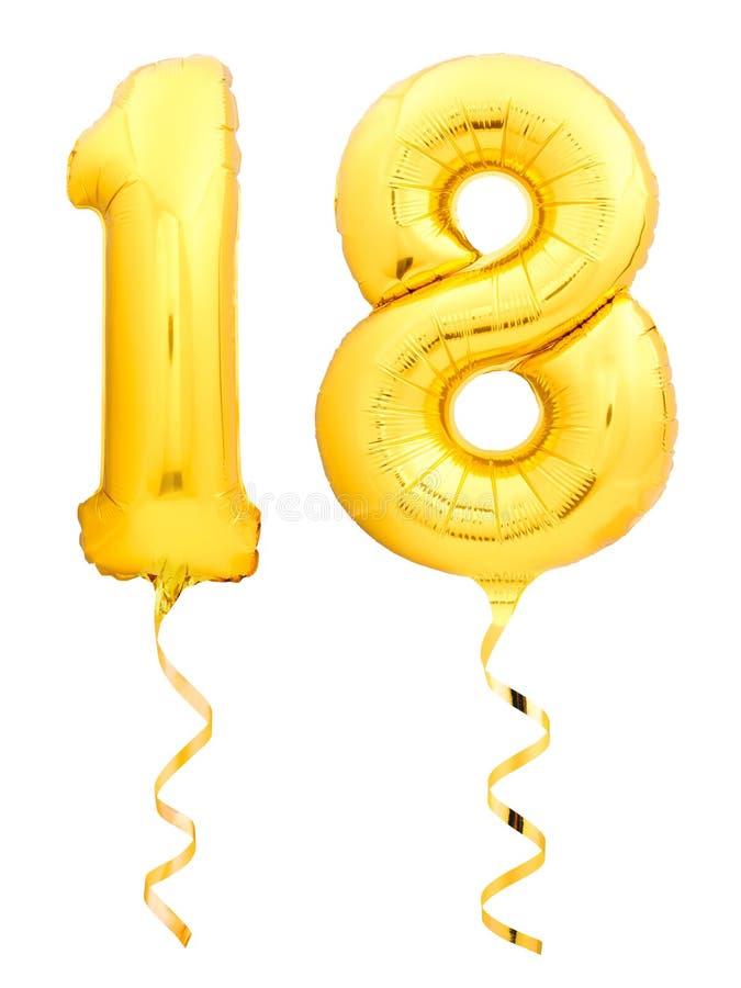 Χρυσός αριθμός 18 δεκαοχτώ φιαγμένα από διογκώσιμο μπαλόνι με την κορδέλλα που απομονώνεται στο λευκό στοκ εικόνα