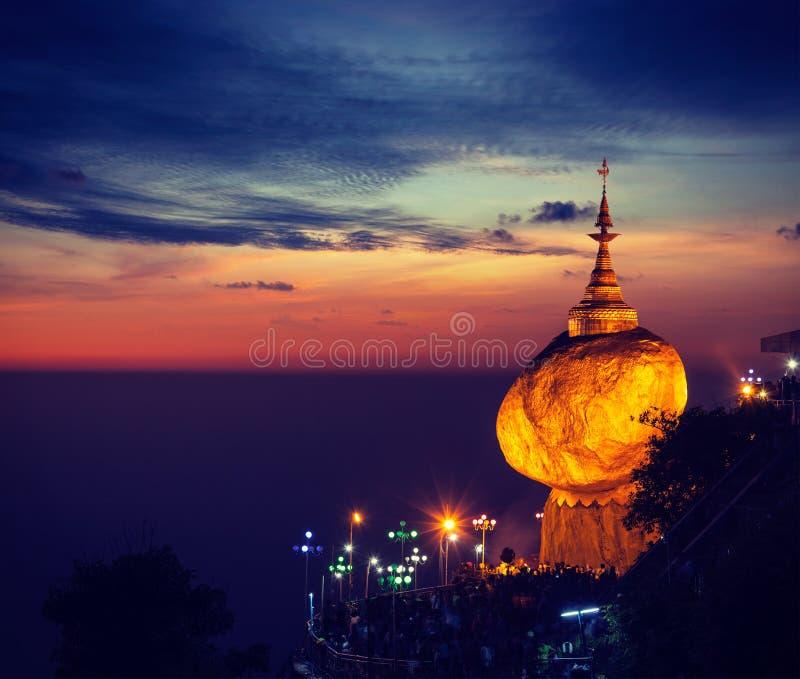 Χρυσός βράχος - παγόδα Kyaiktiyo, το Μιανμάρ στοκ φωτογραφίες