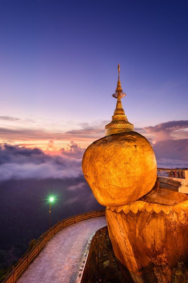 Χρυσός βράχος του Μιανμάρ στοκ φωτογραφία με δικαίωμα ελεύθερης χρήσης