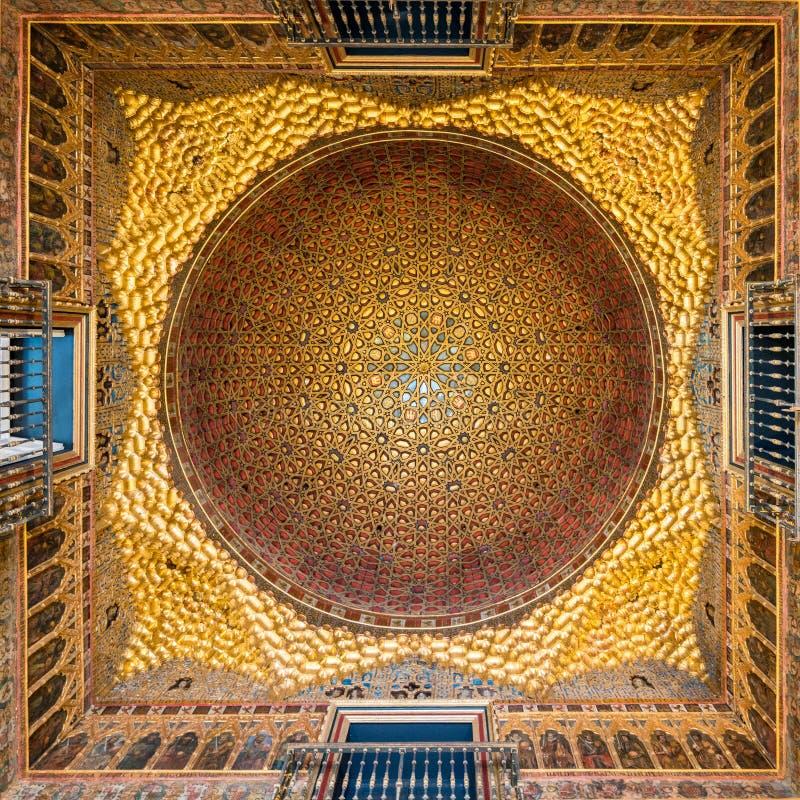 Χρυσός θόλος της αίθουσας των πρεσβευτών alcazar Σεβίλη στοκ φωτογραφία με δικαίωμα ελεύθερης χρήσης