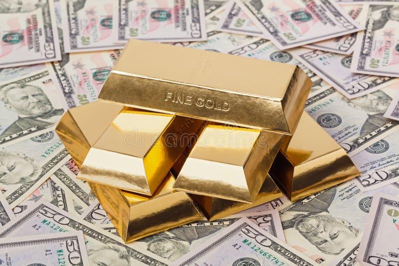 Χρυσός και χρήματα - επιχειρησιακό υπόβαθρο στοκ εικόνα