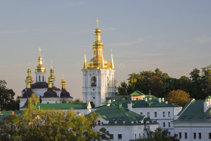 Χρυσός-καλυμμένος δια θόλου πύργος κουδουνιών σε Pechersk Lavra, Κίεβο, Ουκρανία στοκ εικόνα