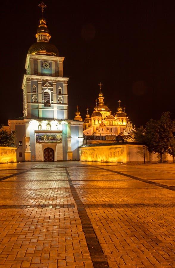 Χρυσός-καλυμμένο δια θόλου μοναστήρι του ST Michael στο Κίεβο στοκ εικόνα