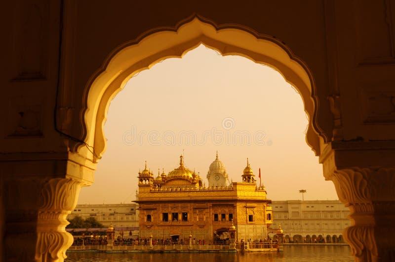 χρυσός ναός ηλιοβασιλέματος στοκ εικόνες