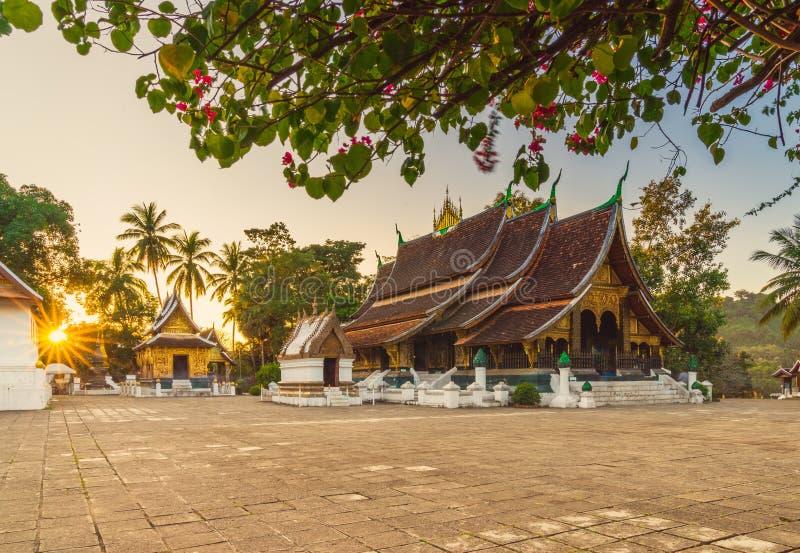 Χρυσός ναός πόλεων λουριών Xieng Wat σε Luang Prabang, Λάος Xie στοκ φωτογραφία με δικαίωμα ελεύθερης χρήσης