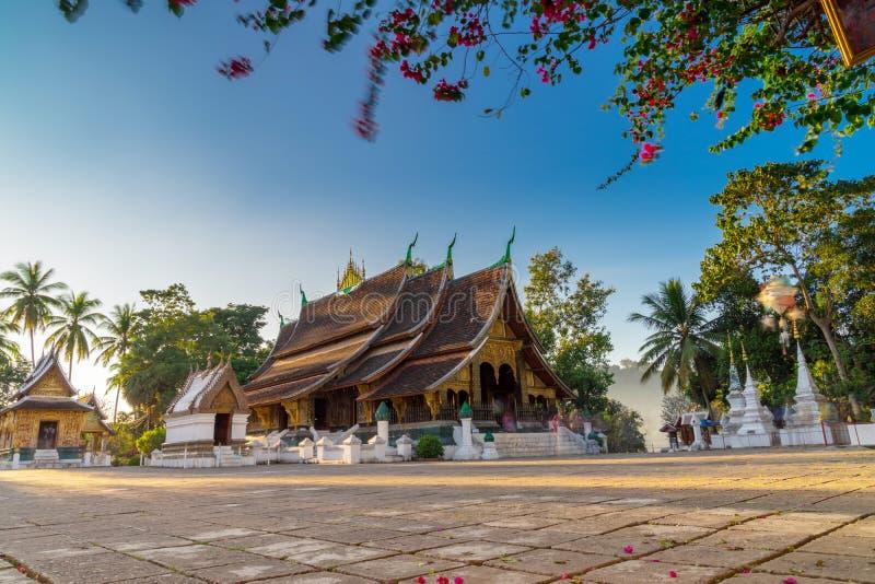 Χρυσός ναός πόλεων λουριών Xieng Wat σε Luang Prabang, Λάος Xie στοκ εικόνες