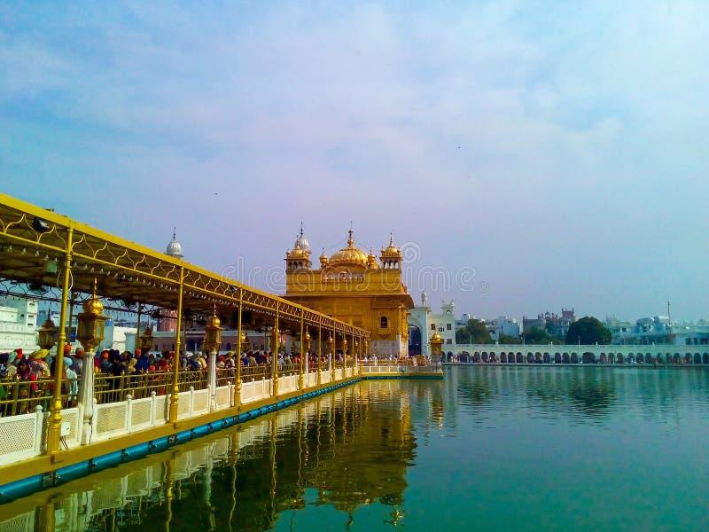 Χρυσός Ναός σε πλήρη θέα στο Αμριτσάρ της Ινδίας, Φανταστικός Χρυσός Ναός του Σιχ Γκουρουδάρα στοκ εικόνα με δικαίωμα ελεύθερης χρήσης