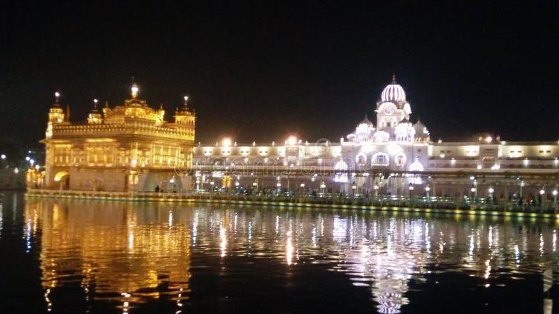 Χρυσός ναός Darbaar sahib gurdwara Amritsar Ινδία νυχτερινή ώρα στοκ εικόνα