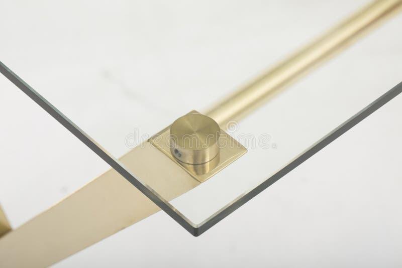 Χρυσός πίνακας τελών, πίνακας τελών Bernhardt, χαλκός Luxe, χρυσό τραπεζάκι σαλονιού τραπεζάκι σαλονιού †«γυαλιού σχετικά με το στοκ φωτογραφία