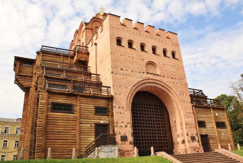 χρυσός πύργος του Κίεβου πυλών μάχης στοκ φωτογραφία με δικαίωμα ελεύθερης χρήσης