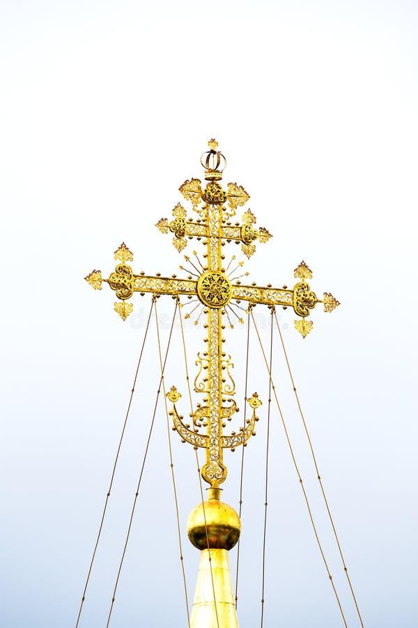 Χρυσός σταυρός του κεντρικού θόλου του καθεδρικού ναού του Assumptio στοκ εικόνα με δικαίωμα ελεύθερης χρήσης