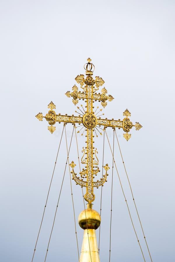 Χρυσός σταυρός του κεντρικού θόλου του καθεδρικού ναού του Assumptio στοκ φωτογραφία με δικαίωμα ελεύθερης χρήσης
