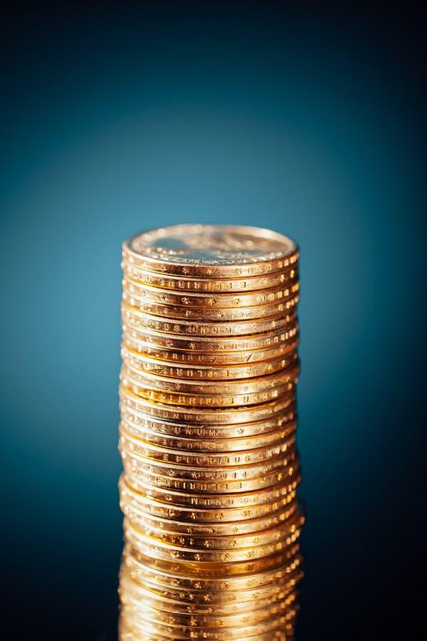 Χρυσός σωρός νομισμάτων δολαρίων στοκ φωτογραφία