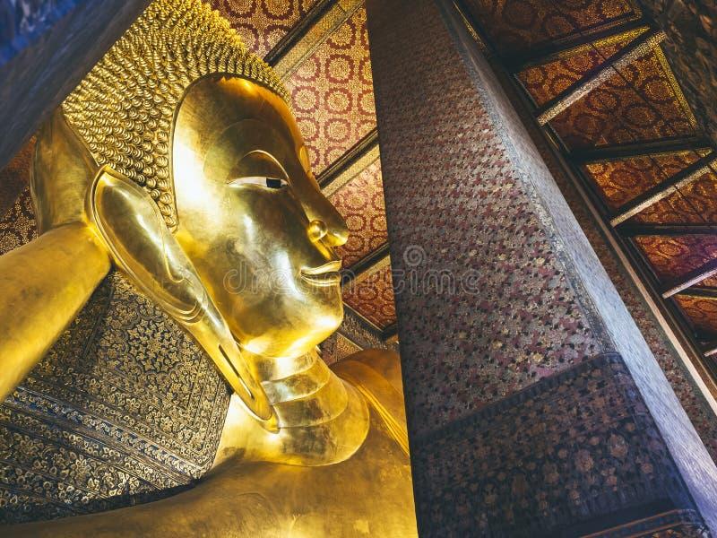 Χρυσός τουρισμός της Ταϊλάνδης ορόσημων της Μπανγκόκ αγαλμάτων του Βούδα ύπνου Pho Wat στοκ εικόνες