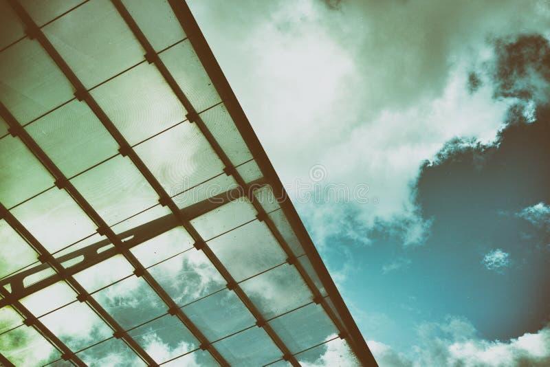 Χρυσός τρύγος μινιμαλισμού ουρανού του Αμβούργο στεγών γυαλιού σύγχρονης τέχνης στοκ φωτογραφία με δικαίωμα ελεύθερης χρήσης