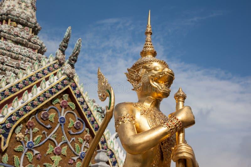 Χρυσός φύλακας δαιμόνων σε Wat Phra Kaew στοκ εικόνες