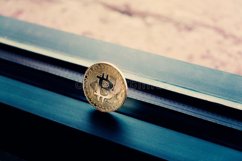 Χρυσός bitcoin με το cinematic χρωματισμό στοκ φωτογραφία