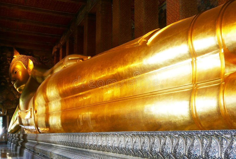 χρυσός po ύπνος του Βούδα wat στοκ εικόνα