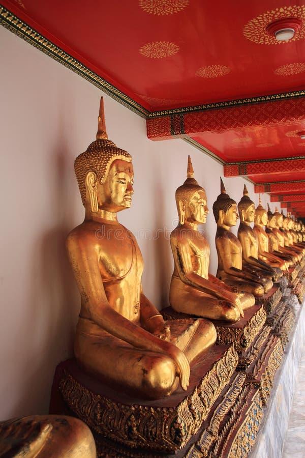 Χρυσό άγαλμα â Wat Pho, Μπανγκόκ, Ταϊλάνδη του Βούδα στοκ εικόνες