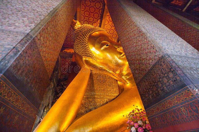 Χρυσό άγαλμα του Βούδα σε Wat Pho, Μπανγκόκ στοκ εικόνες με δικαίωμα ελεύθερης χρήσης