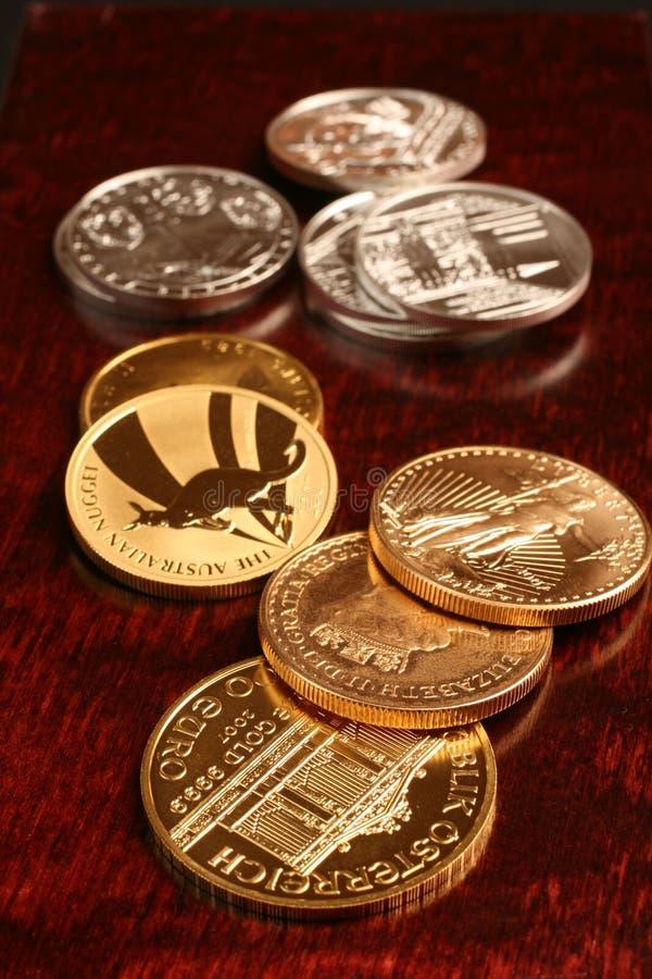 χρυσό ασήμι νομισμάτων στοκ εικόνες