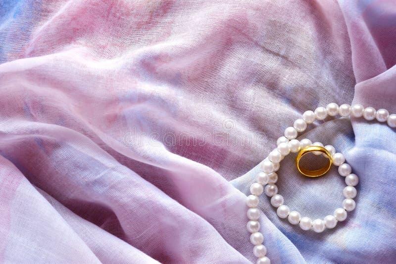 Χρυσό δαχτυλίδι στοκ εικόνα με δικαίωμα ελεύθερης χρήσης