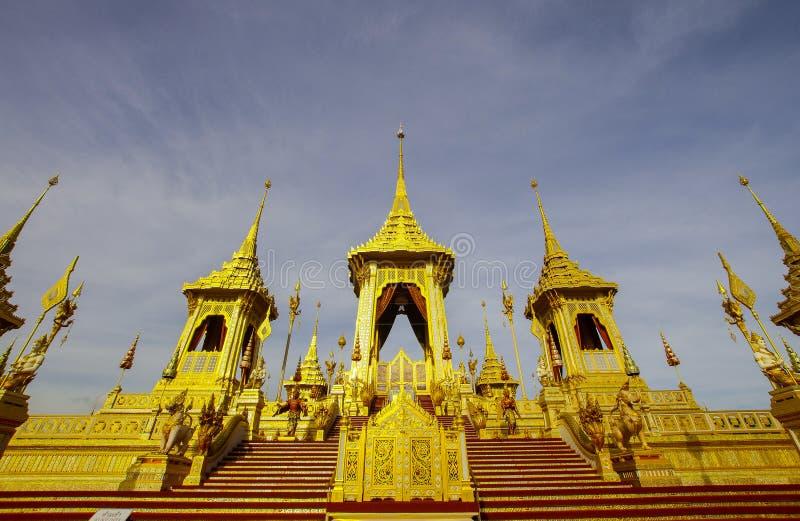Χρυσό βασιλικό κρεματόριο του βασιλιά Bhumibol ο μεγάλος, Μπανγκόκ, Ταϊλάνδη το Νοέμβριο του 2017 στοκ εικόνες
