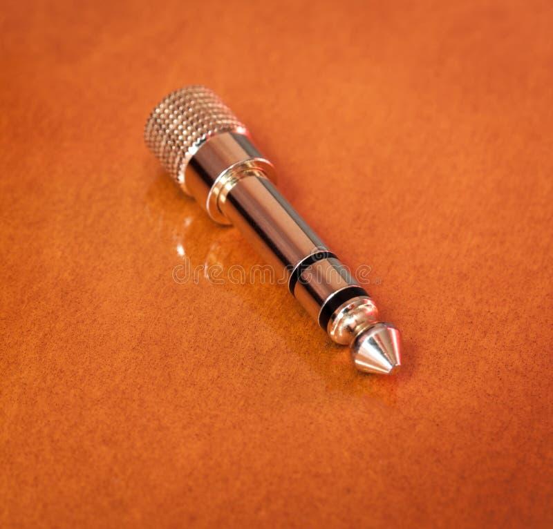 Χρυσό βύσμα γρύλων ακουστικών. στοκ φωτογραφία με δικαίωμα ελεύθερης χρήσης