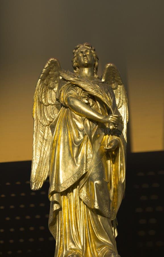 Χρυσό γλυπτό αγγέλου στοκ εικόνες με δικαίωμα ελεύθερης χρήσης