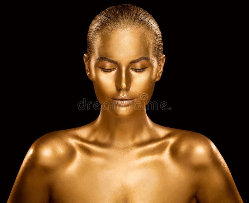 Χρυσό δέρμα γυναικών, χρωματισμένη χρυσή τέχνη σώματος μόδας πρότυπο, ομορφιά Makeup χαλκού στοκ εικόνες