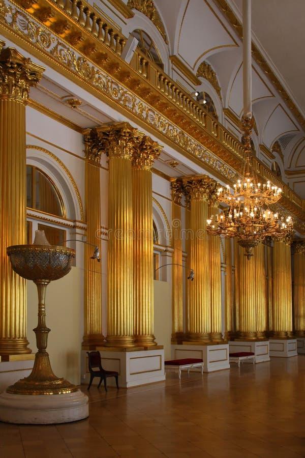 Χρυσό δωμάτιο στο χειμερινό παλάτι στοκ εικόνες με δικαίωμα ελεύθερης χρήσης