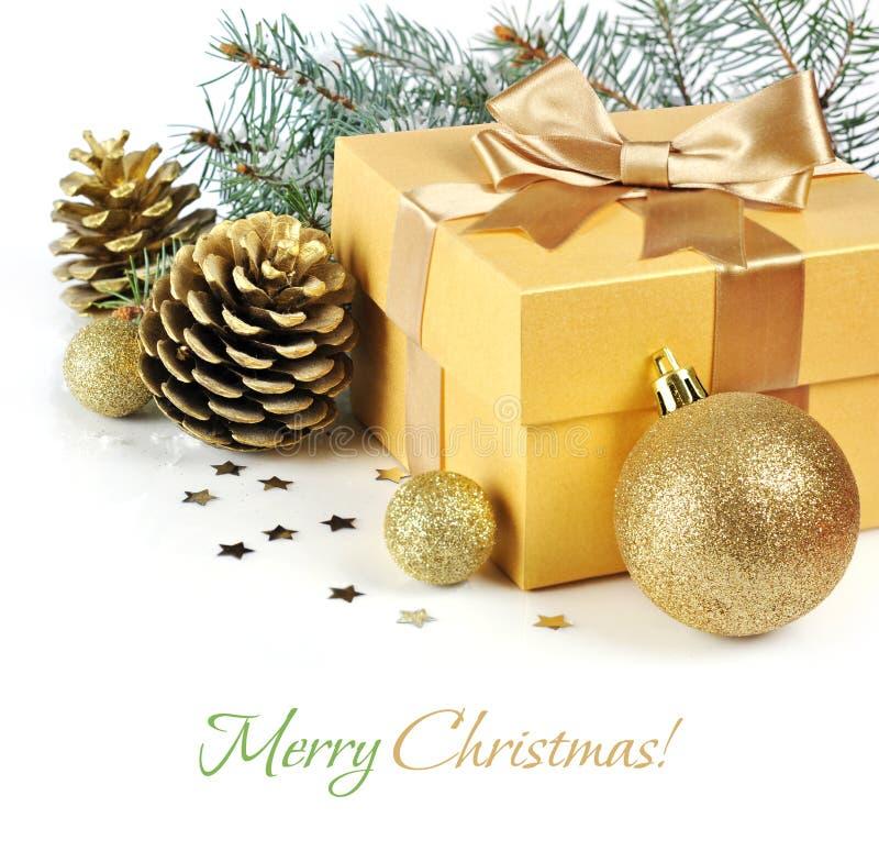Χρυσό δώρο Χριστουγέννων στοκ εικόνες με δικαίωμα ελεύθερης χρήσης