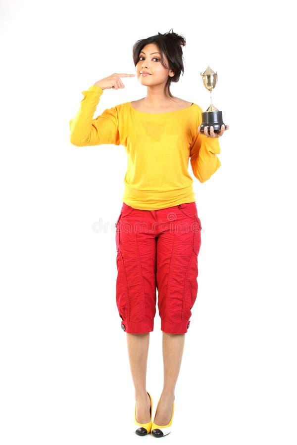χρυσό εφηβικό τρόπαιο κορ&io στοκ φωτογραφίες