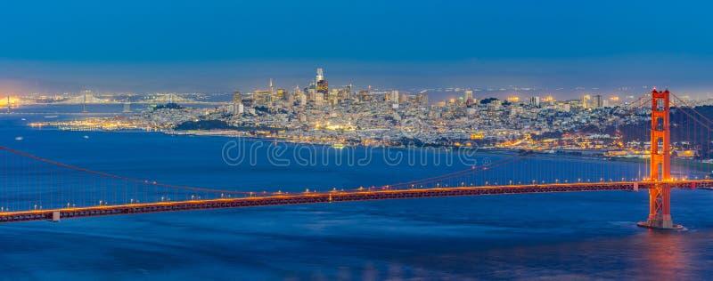 χρυσό ηλιοβασίλεμα πυλών γεφυρών στοκ φωτογραφία