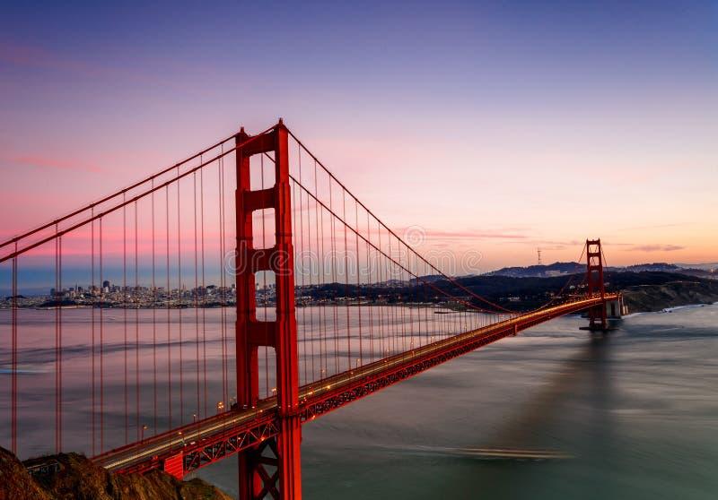 χρυσό ηλιοβασίλεμα πυλών γεφυρών στοκ φωτογραφίες με δικαίωμα ελεύθερης χρήσης