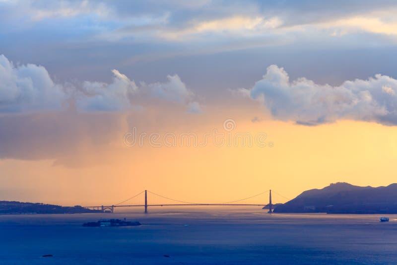 χρυσό ηλιοβασίλεμα πυλών στοκ φωτογραφία με δικαίωμα ελεύθερης χρήσης