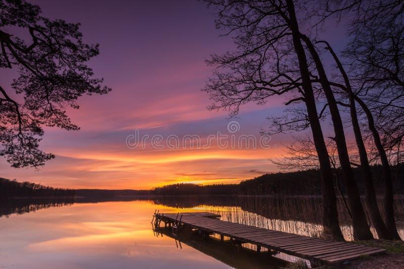 χρυσό ηλιοβασίλεμα στοκ εικόνα με δικαίωμα ελεύθερης χρήσης
