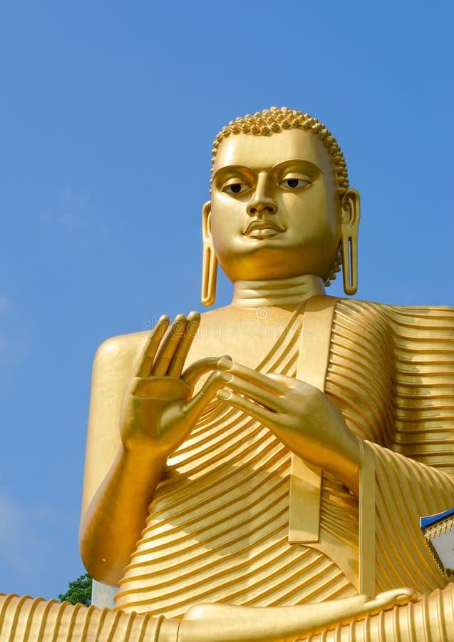 Χρυσό κίτρινο άγαλμα του Βούδα στοκ εικόνα