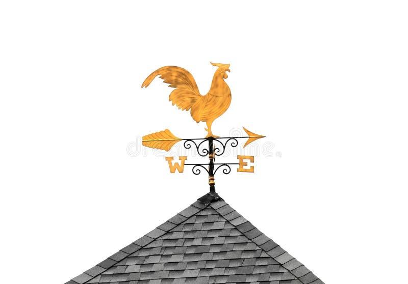 Χρυσό καιρικό vane κοτόπουλο στη στέγη που απομονώνεται στο λευκό στοκ εικόνα με δικαίωμα ελεύθερης χρήσης