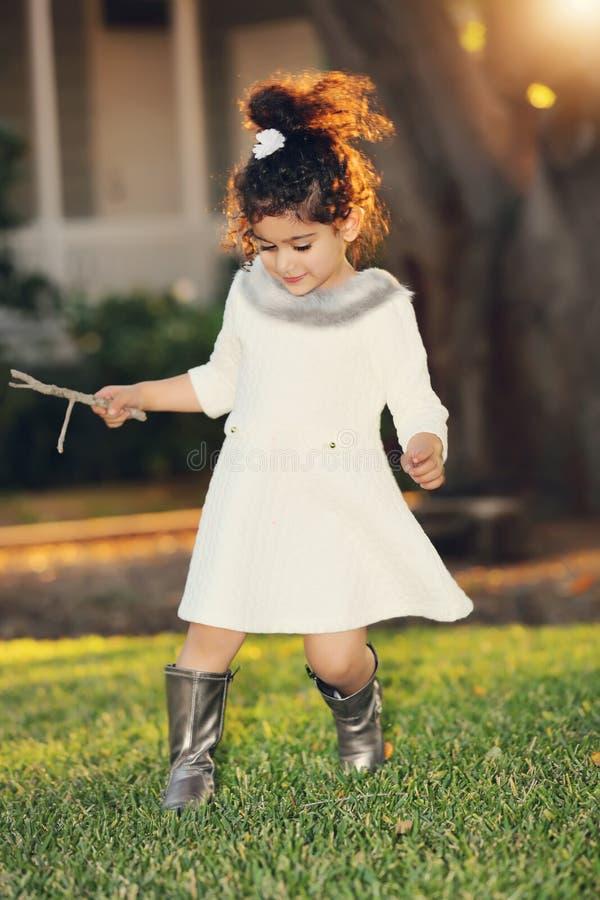 Χρυσό κορίτσι πυράκτωσης στοκ εικόνα με δικαίωμα ελεύθερης χρήσης