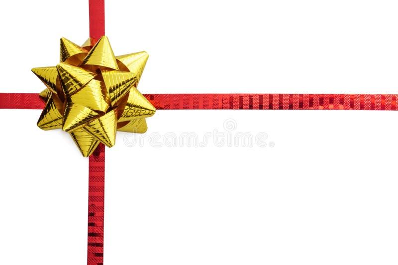 Χρυσό & κόκκινο τόξο κορδελλών που απομονώνεται στοκ φωτογραφία με δικαίωμα ελεύθερης χρήσης