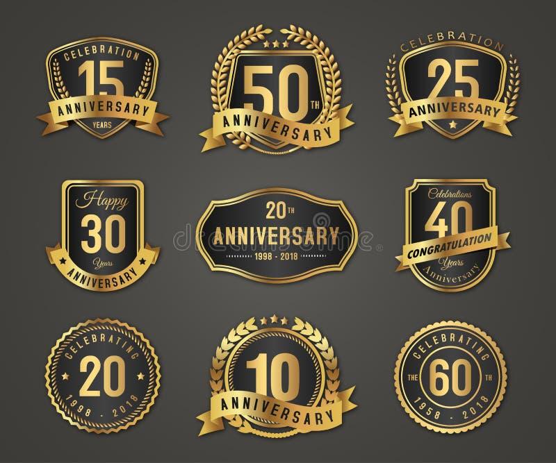 Χρυσό λογότυπο διακριτικών επετείου με τον πλήρη αριθμό ελεύθερη απεικόνιση δικαιώματος
