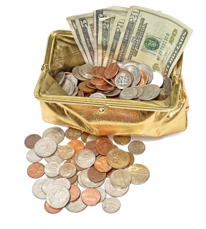 Χρυσό μεταλλικό πορτοφόλι νομισμάτων με τα μετρητά και τα νομίσματα στοκ φωτογραφίες