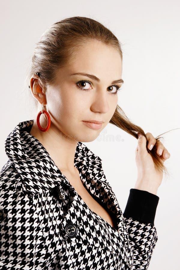 χρυσό μοντέλο μόδας φορεμ στοκ εικόνες